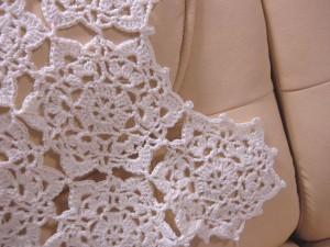 ソファカバーのアップ、縁編み