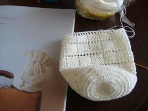レース編みのぷち巾着、途中まで