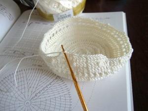 レース糸の巾着袋、編み始め