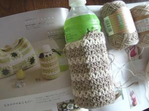 ペットボトル入れ編み編み中