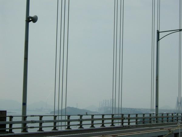 瀬戸内海の島々と瀬戸大橋