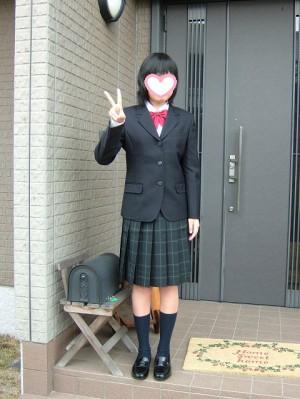 高校の制服に身を包んで、入学式の朝です