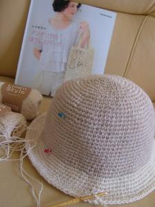 手編み帽子、製作中、もうすぐ完成