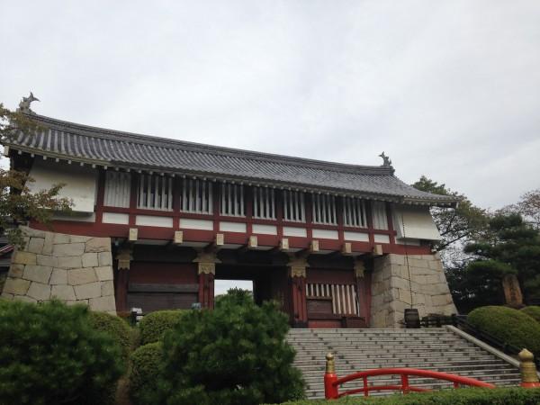 伏見桃山城の立派な門