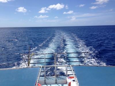グアムの青い海